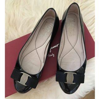 Salvatore Ferragamo Varina Bow Leather Ballet Flat 35.5 C