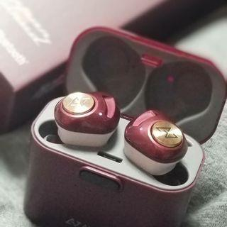 瘋搶! 超型 Ironman色 真無線藍牙耳機 - 最新日本AVIOT TE-D01d bluetooth 5.0 earphone, 最新高通晶片高音質支援SBC AAC aptX 等編碼, 接收穩定 9小時單次充電續航力 IPX4 防水 黑, 藍, 紅三色