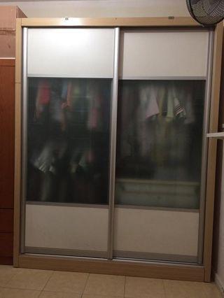 🚚 Wardrobe