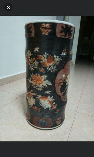 🚚 Antique painted Vase