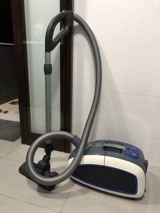 Philips Vacuum Cleaner 9302