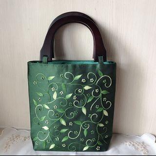 🚚 墨綠刺繡手提包