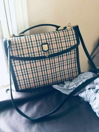 Authentic vintage DAKS CROSS BODY BAG