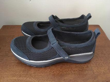 Navy Skechers sneakers