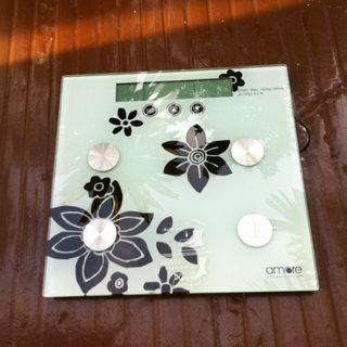 Amore weighing scale. In good working condition. Dimension 30 x 31cm.  New batteries.