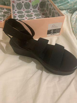 Therapy rafter sandals