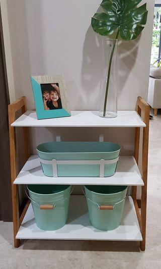 Display / storage shelf