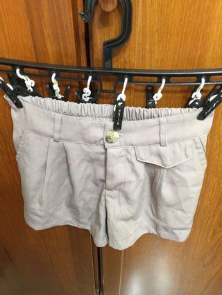🚚 夏天必備氣質杏色短褲