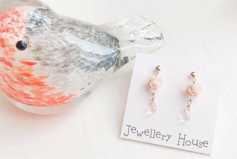 🚚 Handmade Beige flower Earrings
