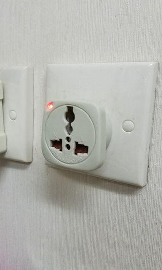 英式轉换多制式電源插座 UK Power Socket for Universal Power Plugs