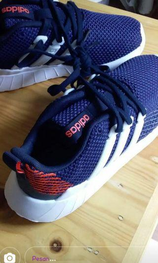 Sepatu Adidas original insole 21 no 33