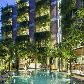 [BELOW MARKET PRICE!!!] Spacious Condominium with Low Density