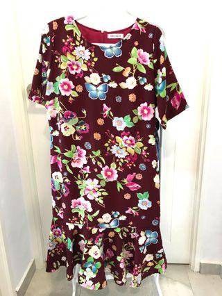 🚚 Maroon Floral Dress with ruffle seam