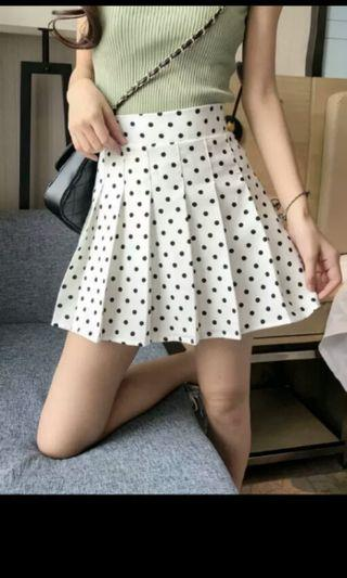 PO 33 Polka Dot Pattern Stretchable Waist Pleated Layered High Waist Skirt Summer Ulzzang 2 colours black / white with Inner Lining