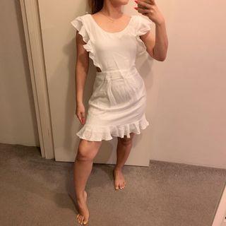 Whute detailed dress
