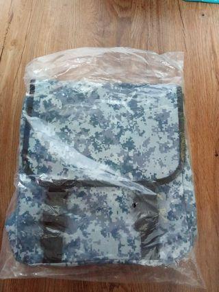 🚚 Singapore Navy theme sling bag brand new bnib