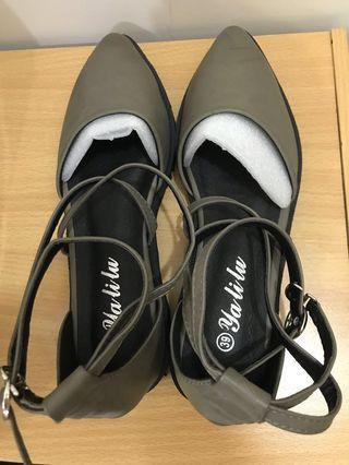 交叉繫帶涼鞋