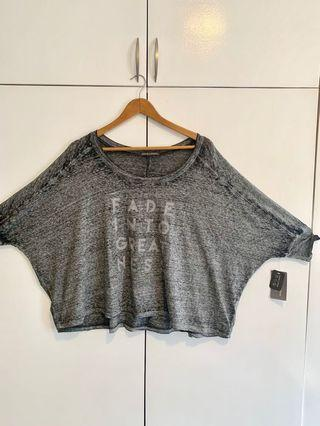 Statement Cropped Tee in Gray