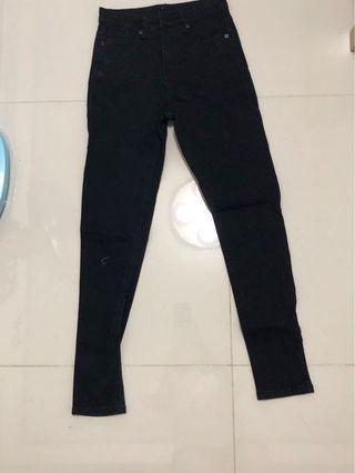 黑色窄管牛仔褲