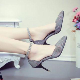 Lattice Pump Shoe with Thin Heels