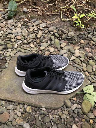 Sport shoes Adidas cloud foam,ringan,empuk,so comfy,jarang dipake