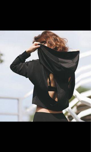 女裝黑色運動衣、L碼、100%New 胸圍102cm 衣長47cm 袖長35.5cm  下擺85cm