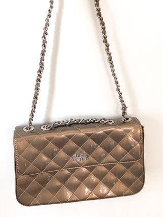 Valarie shiny brown gold crossbody bag 日本牌子斜孭細袋啡金色