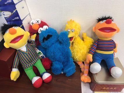 全新 elmo big bird 芝麻街 Cookie Monster uniqlo x kaws Sesame Street 毛公仔 日本版 全套