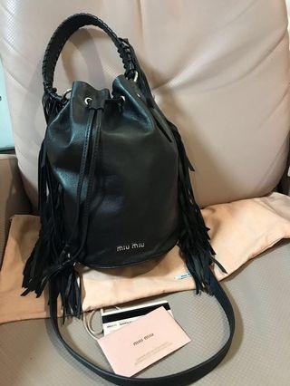 99%new miumiu 水桶袋 水桶包 羊仔皮 miu miu Leather bag made in Italy 真品 原價$11450 2018年夏款