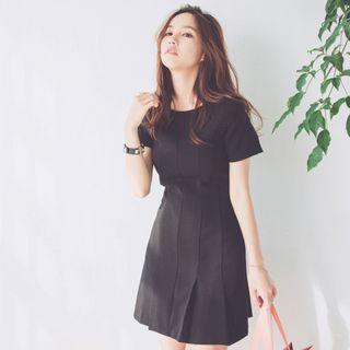 🚚 Sarah Black Pleated Dress