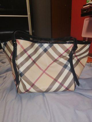 🚚 Burberry nova check tote bag