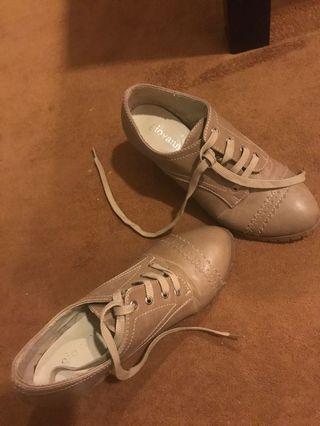 🚚 Brown heels