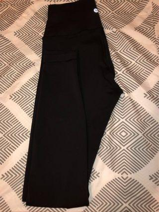 Lululemon wunder pants size 6 very good condition