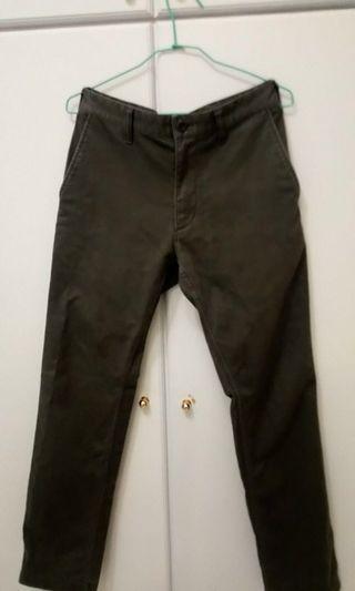 🚚 男款Uniqlo灰色直桶卡奇褲