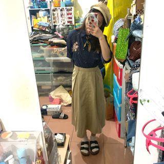 繡花襯衫+日系卡其中長裙(藍裙)