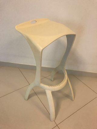 Bar stool (cream white)