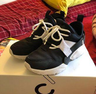 🚚 Nike air huarache city low