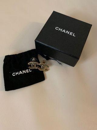 Chanel Earrings 100%real 99%new