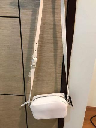 forever21白色側背包包