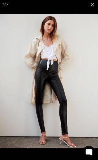 9.8/10 condition - Aritzia Daria Vegan Leather Leggings - Black Medium