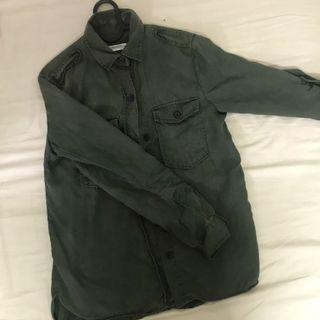 Zara 軍綠色襯衫