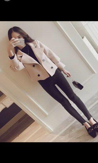 🚚 Cute yet stylish creamy color short jacket