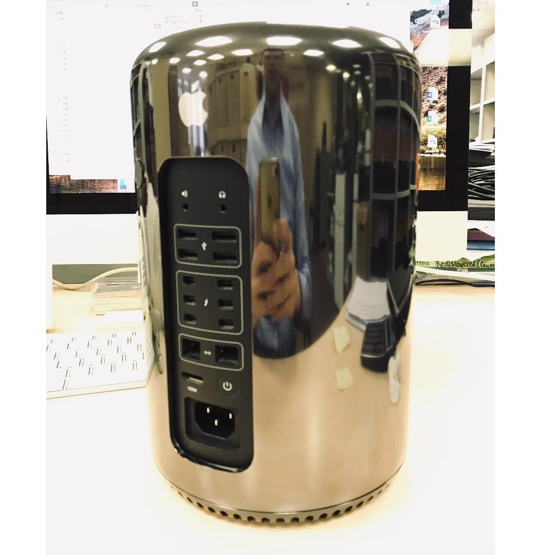 Apple Mac Pro (Like New)