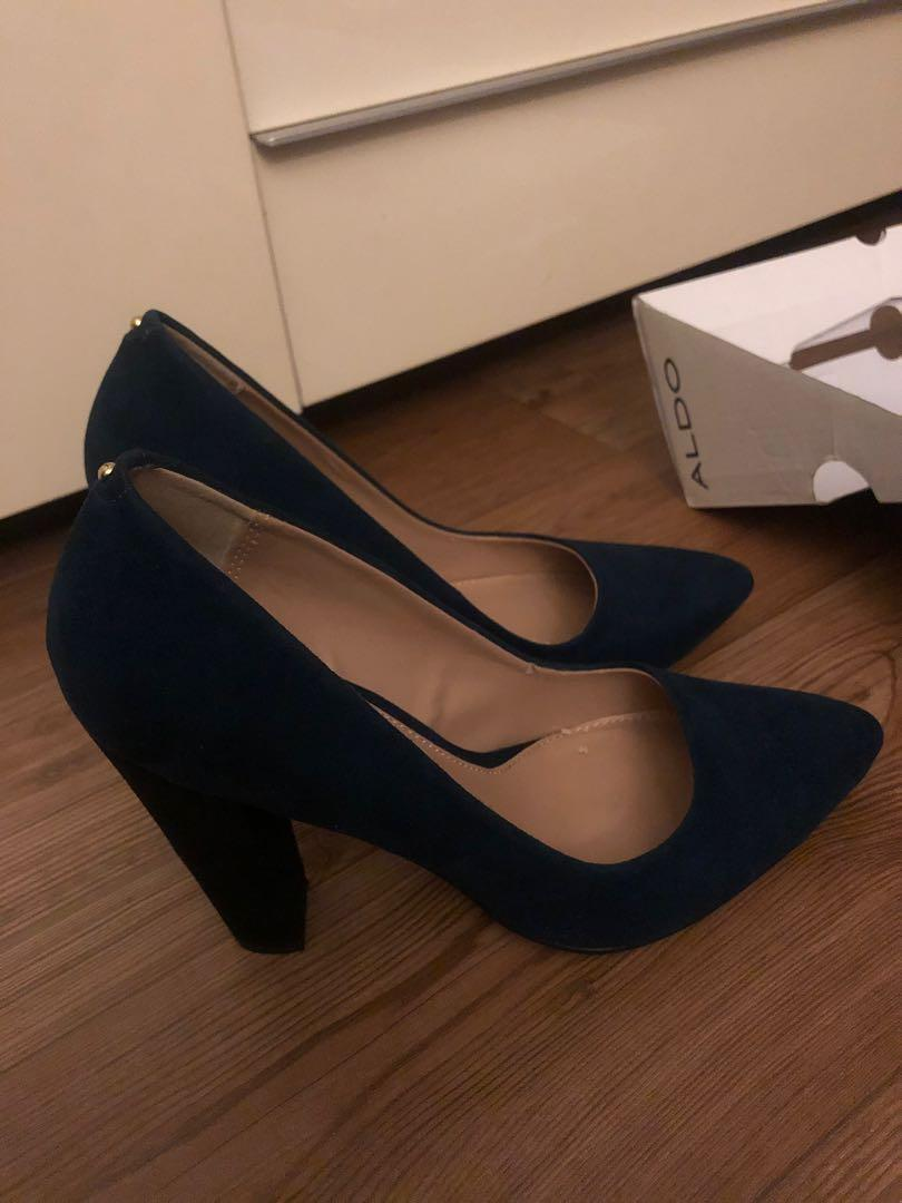 Dark/navy blue heels