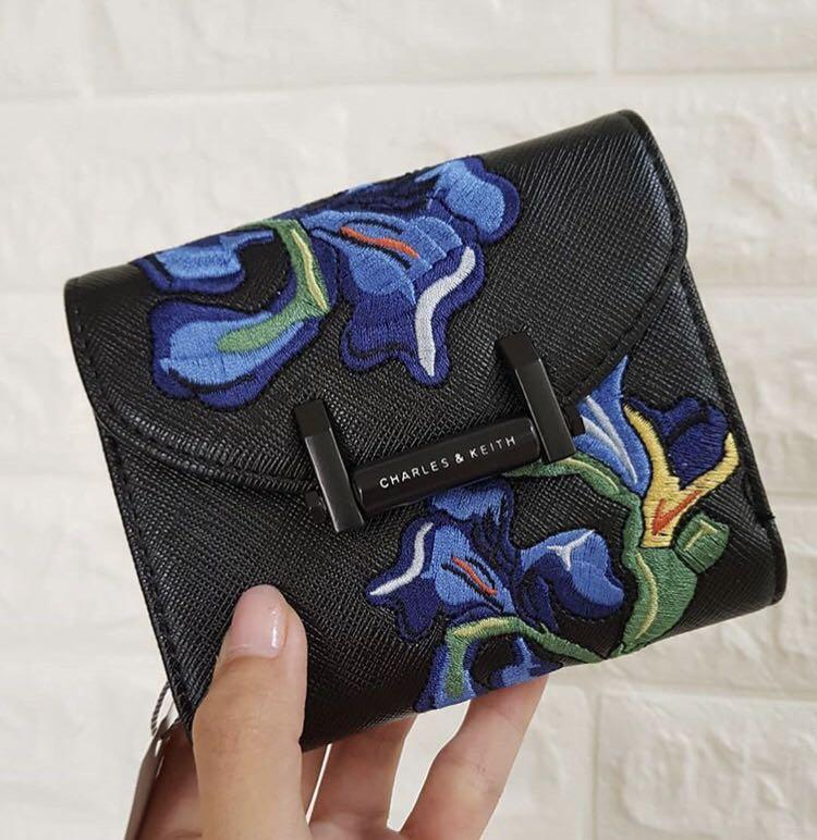 Dompet charles&keith van gogh embroidery