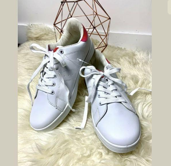 D.T New York sz 40/US9 white pink hologram women shoes sneakers basic casual