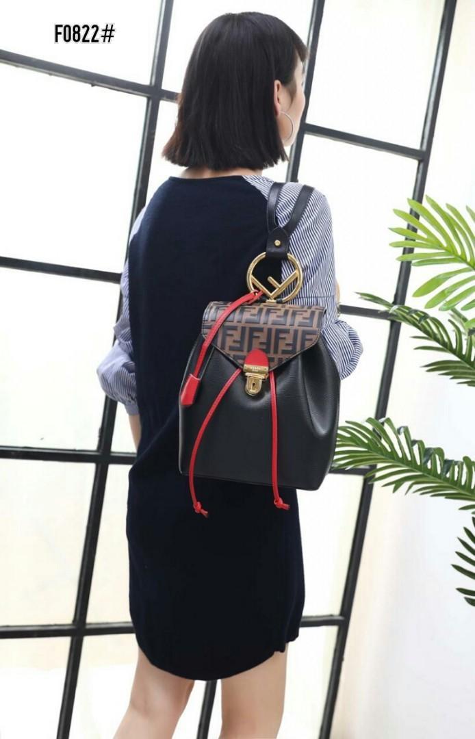 Fendi Women's Backpack F0822#  H 1.250.000  Bahan kulit (cruise leather) Dalaman kain satin kombi suede leather Kwalitas High Premium AAA Ransel uk 21x15x27cm  Berat dengan box 3kg  Warna : -Black -Brown/Black Include Box Fendi
