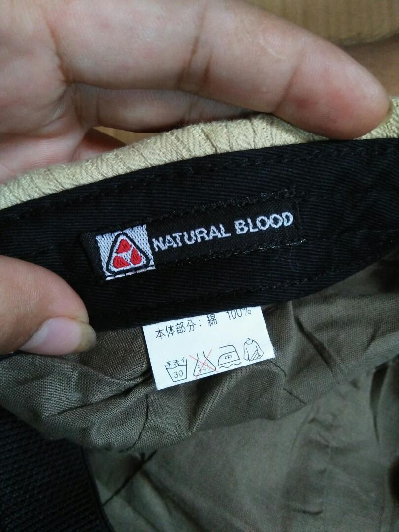 Flatcap /hooligans cap 80s Brand: United Blood Original made in Japan 100% Cotton Color: Khaki Like brixton flatcap Vintage Authentic Rare/Limited edition Size: M-L Full tag logo brand Unisex Kondisi: 97% sangat mulus seperti baru