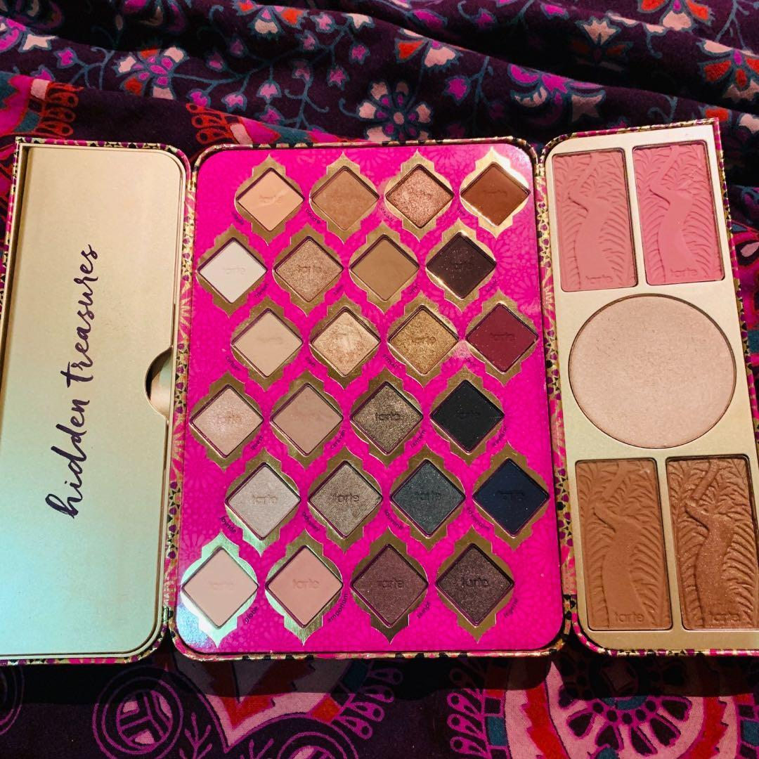 Limited edition tarte eyes and face palette. 24 shadows and 5 face products