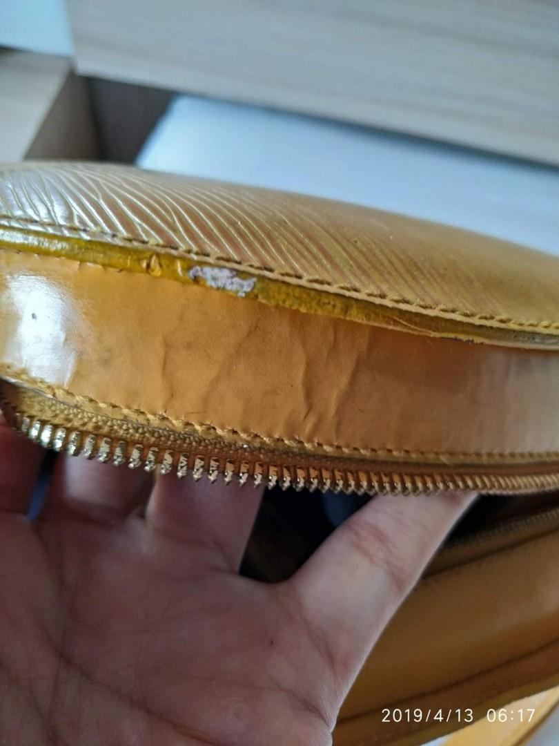 LV mabillon backpack Murahhhh nihhhh Kondisi apa ada... Body mulusss kekerr... Minus di strap ada beberapa yg retak  🌷